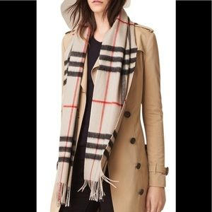 NWT 2019 new Burberry giant check cashmere scarf